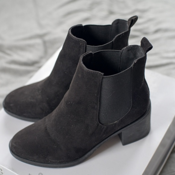Hm Divided Black Ankle Booties Size 6